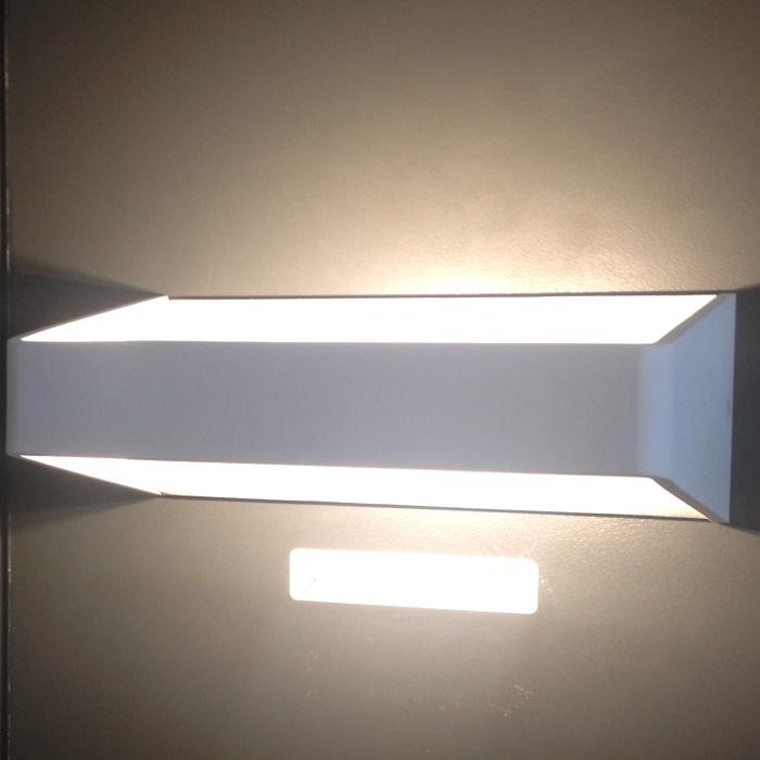 ue031 wh ww led internal up and down wall light davoluce. Black Bedroom Furniture Sets. Home Design Ideas